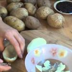 Печёный картофель со сливками и икрой — видео рецепт