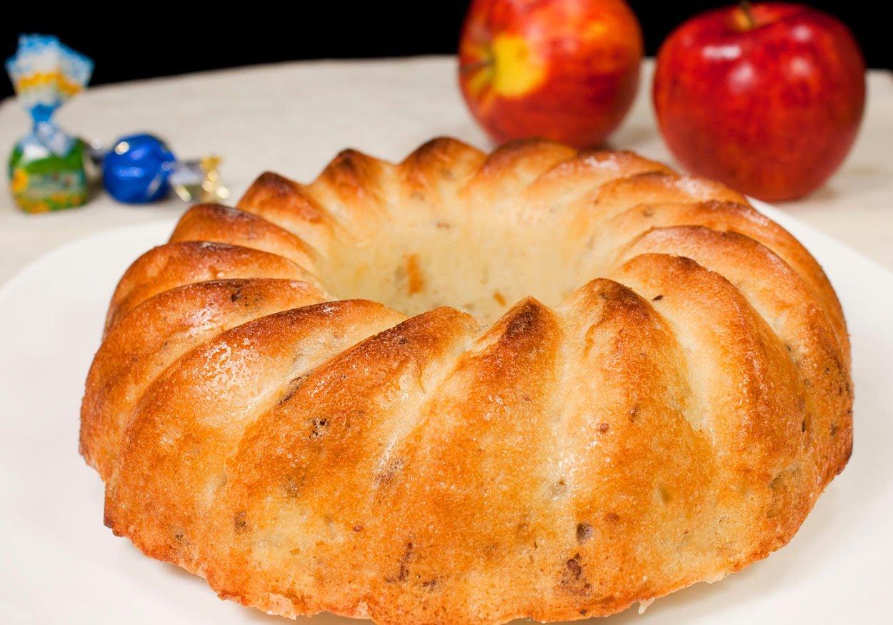 Шарлотка с яблоками рулет 3 фотография
