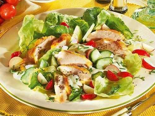 Полезный салат из куриной грудки