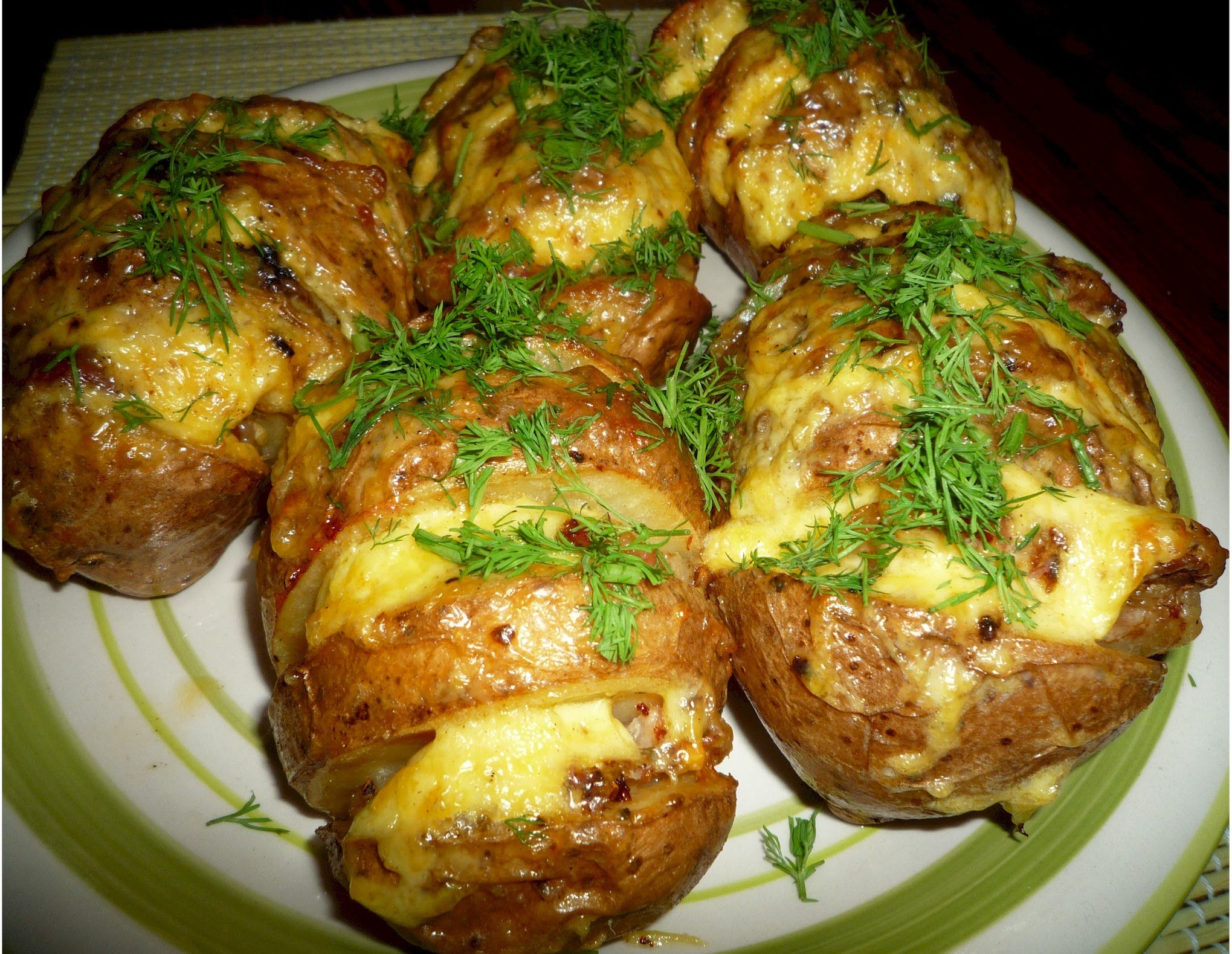 Вкусный картофель с сыром в духовке рецепт